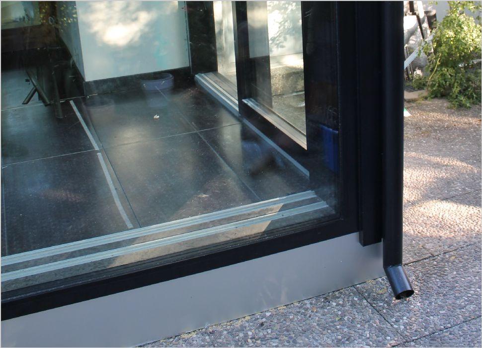 Holz-Aluminium Detail Bodenplatte mit zusätzlicher Aluminum Verkleidung