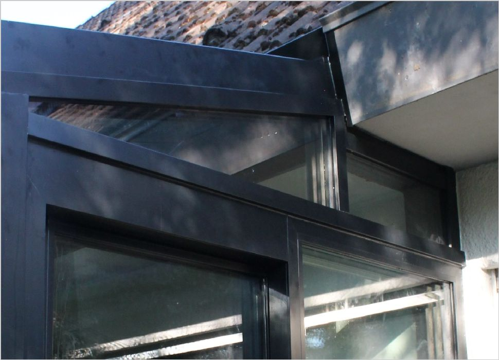 Holz-Aluminium Detail Wand und Wandanschluß